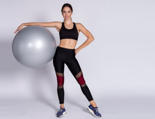 Strong gluts and flat belly with a fitball: criss cross screw