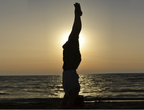 Sunset yoga: sirsasana