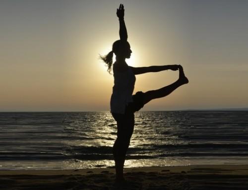 Sunset Yoga : η στάση του γερανού