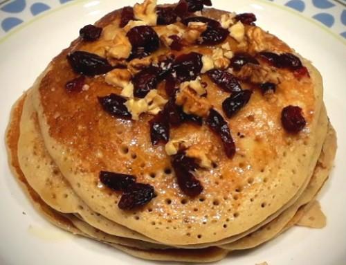 Pancakes  με μέλι, καρύδια και κράνπερις